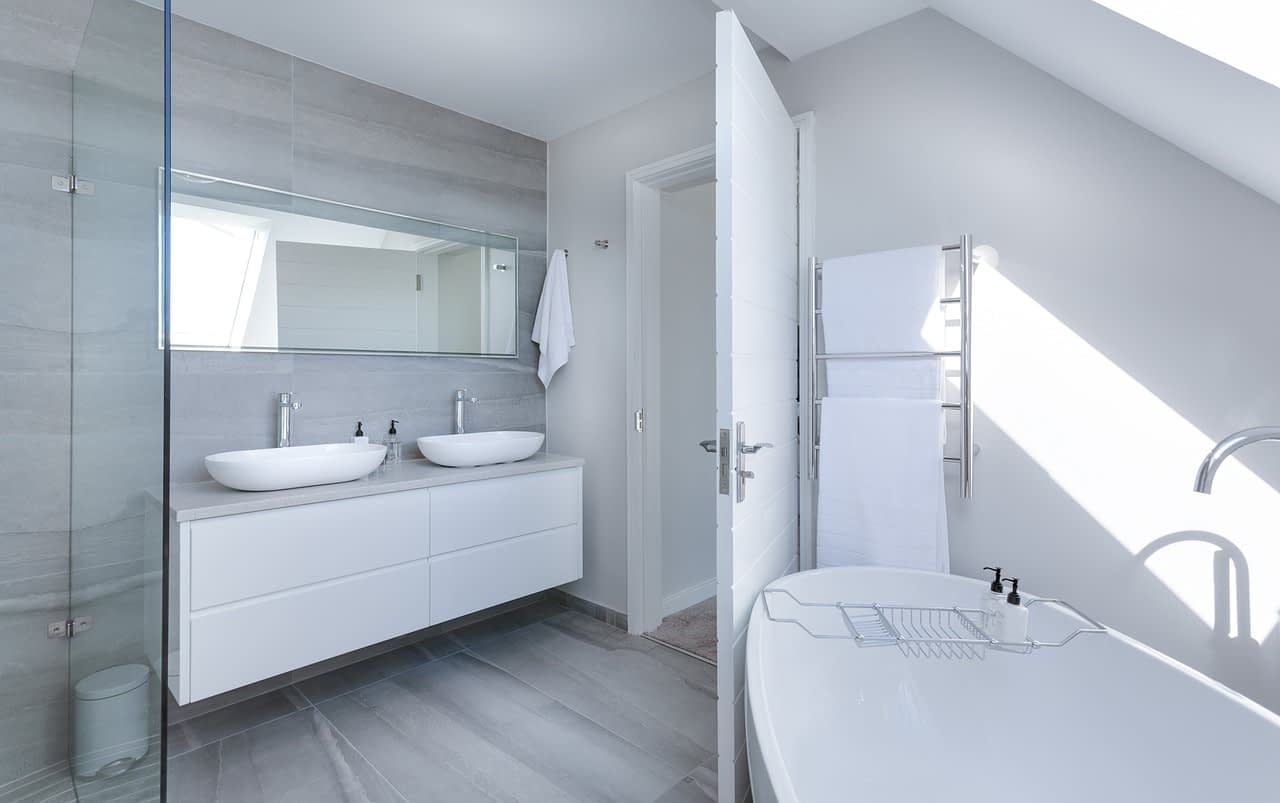 modern minimalist bathroom, bath, bathtub